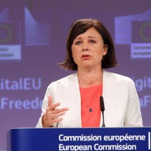 Llama la Unión Europea a proteger a periodistas